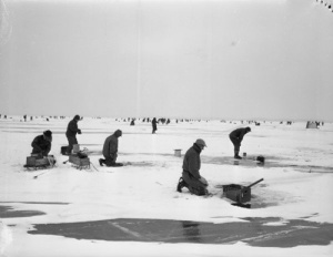 vintage-ice-fishing-up-north-memories